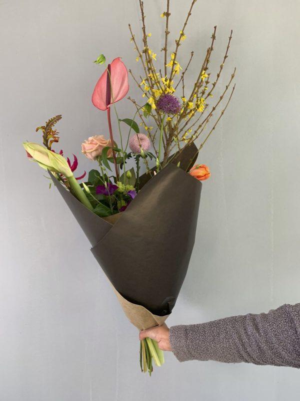Ingepakt duurzaam boeket met bloemen uit Nederland