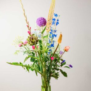 A bouquet with sustainably grown flowers of €50,-