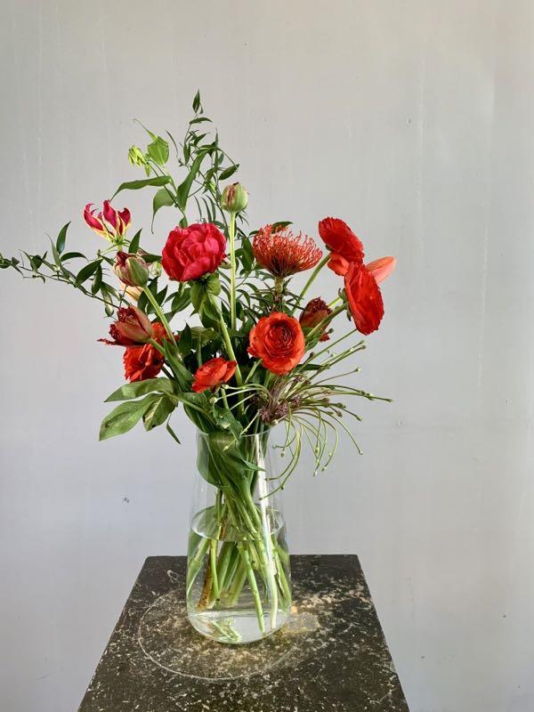 Een boeket met rode bloemen