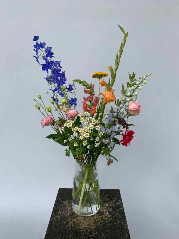 Veldboeket met seizoensbloemen