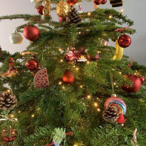 Een prachtige versierde kerstboom