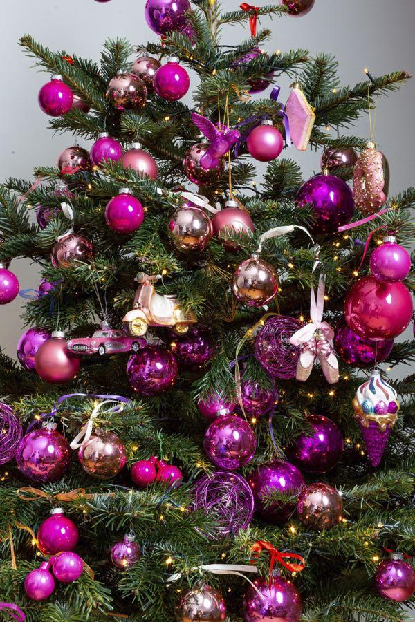 Versierde kerstboom met Roze kleuren. (Maat L)