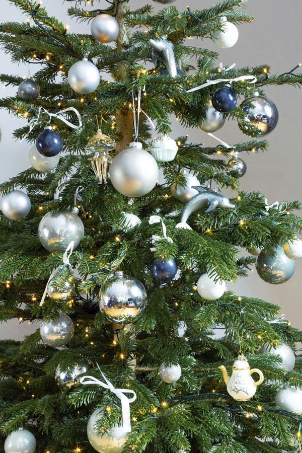 Decorated Christmas tree with silver colors. (Size S)