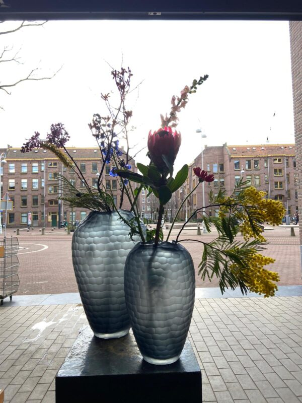 Bombyx vaas met bloemen.